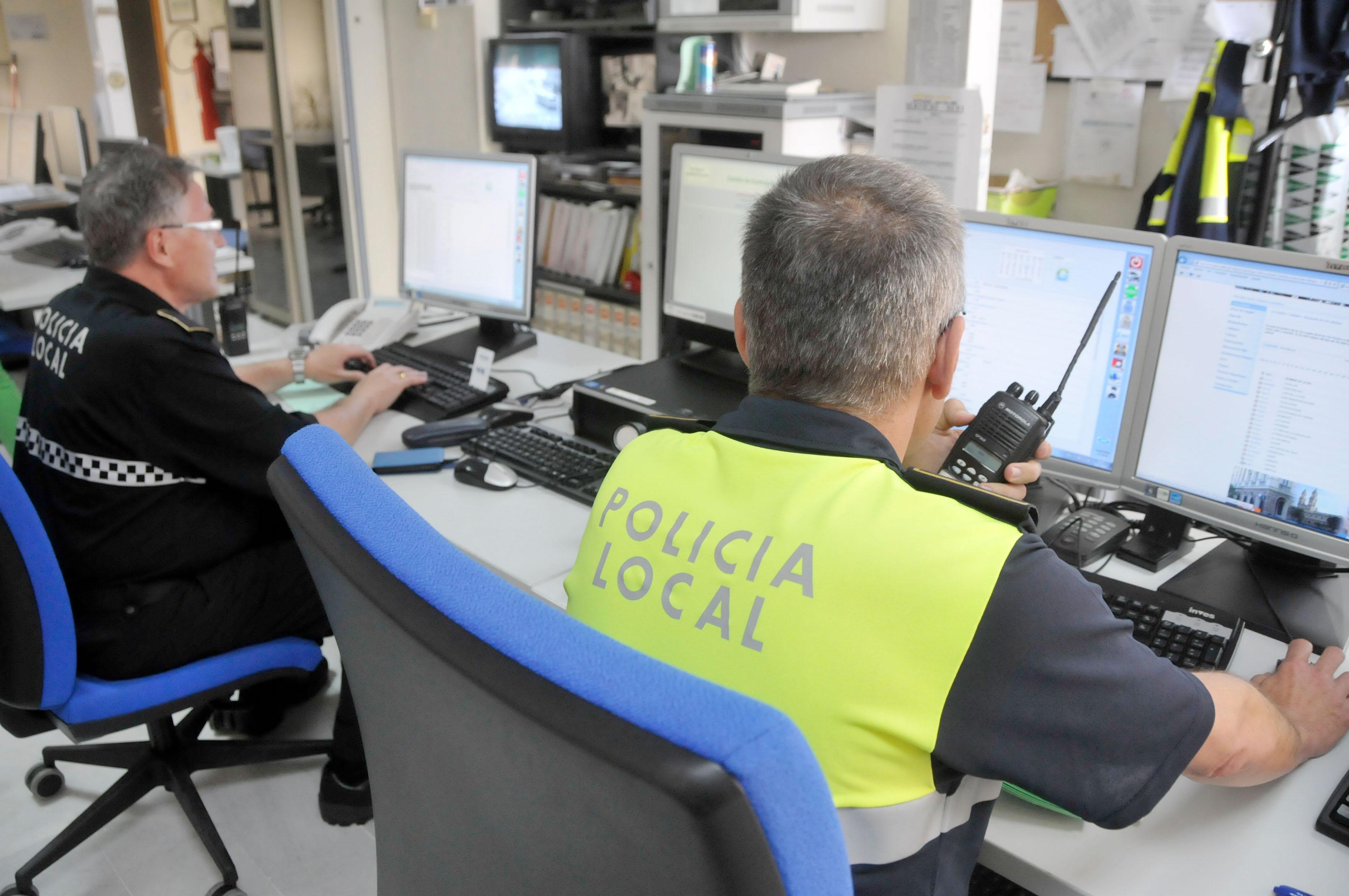 80 agentes de polic a local velar n por la seguridad de la - Policia nacional cadiz ...
